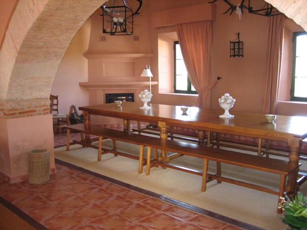 Mesas de comedor y bancos