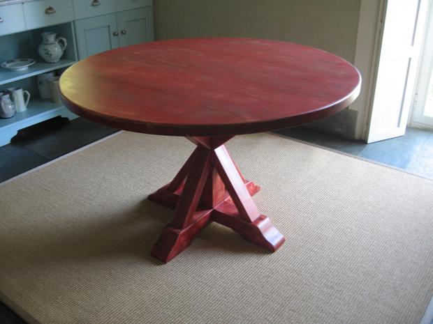 Mesa de comedor roja