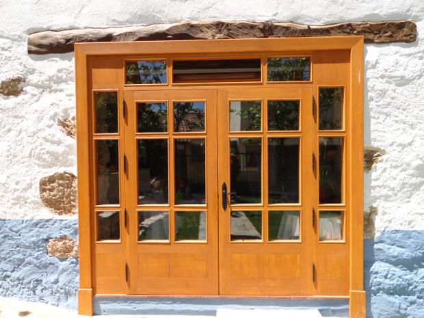 la portada puerta cristalera grande