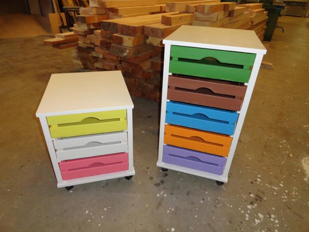 Cajoneras de colores muebles de la granja for La casa de las cajoneras