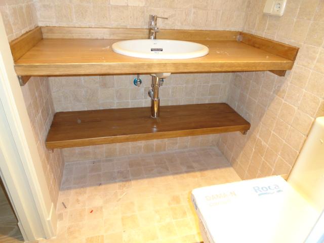 Dos muebles para cuarto de baño