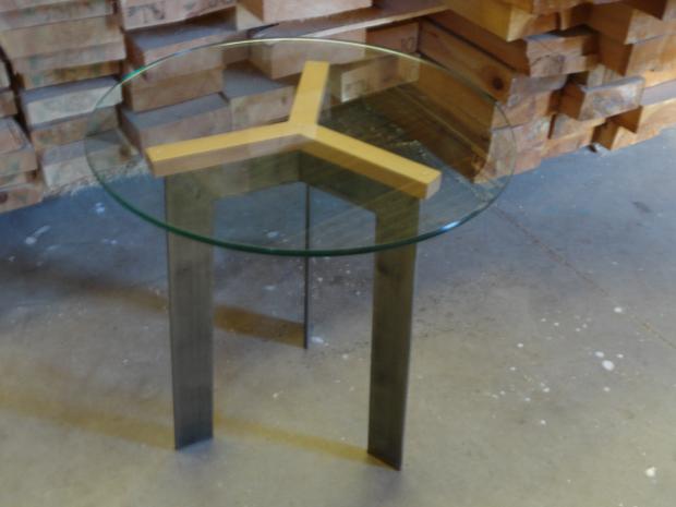 mesa auxiliar outlet hierro y cristal