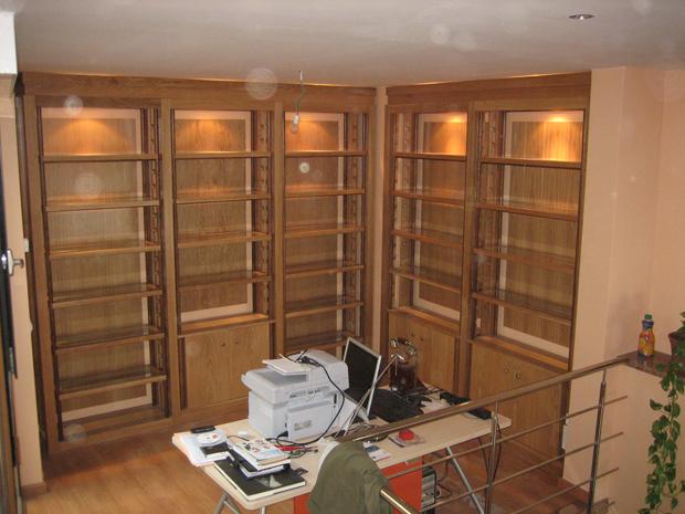 Biblioteca en madera de roble