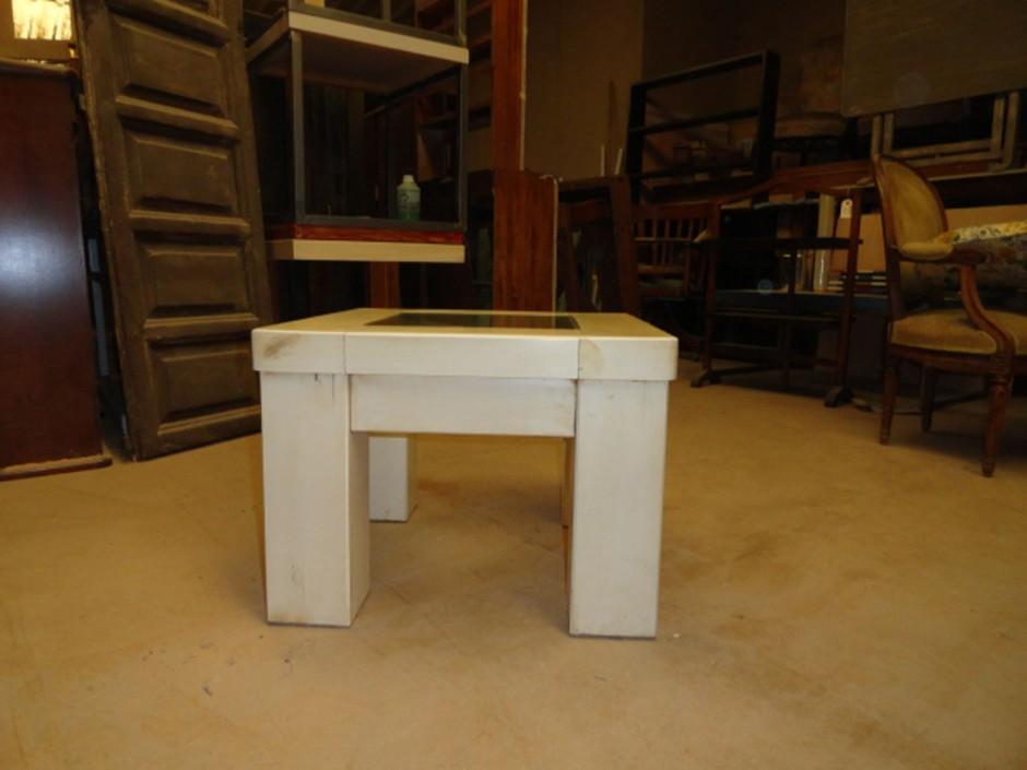 Mesa auxiliar 60x60x45 cm.