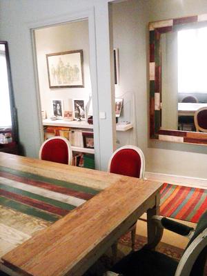 Mesa y espejo diseño actual.